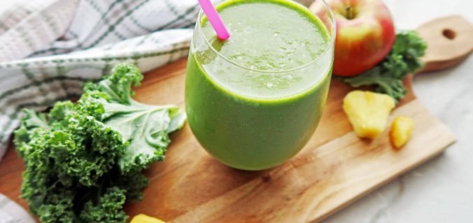 Kale Smoothie With Pineapple and Chia