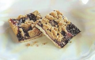Black-Cherry Crumble Bars